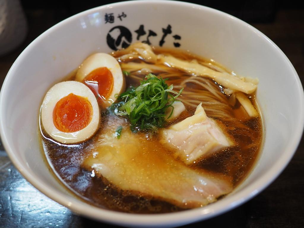"""高級地鶏 """"天草大王"""" と魚介ベースのスープは完成度が高くて唸るほど旨い! 淀川区塚本 「麺や ひなた」"""