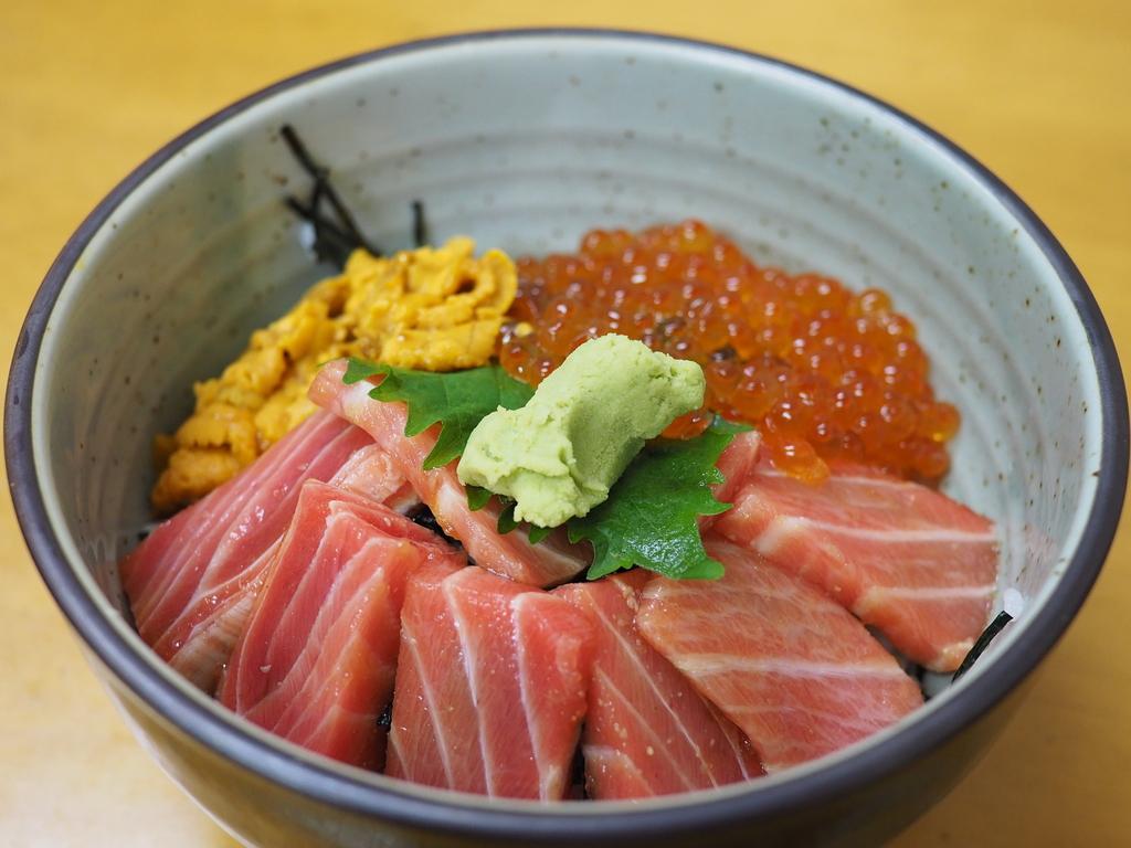 市場の魚屋さんの2階で贅沢な朝ごはんが楽しめます! 福岡市中央区 「柳橋食堂」