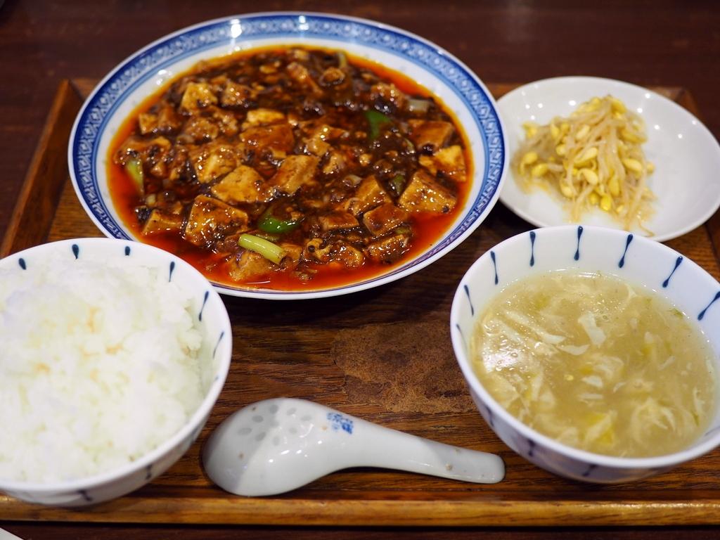凄まじい行列のできる大人気の四川麻婆豆腐は何度食べても旨すぎます! 福島区 「中国菜 オイル」