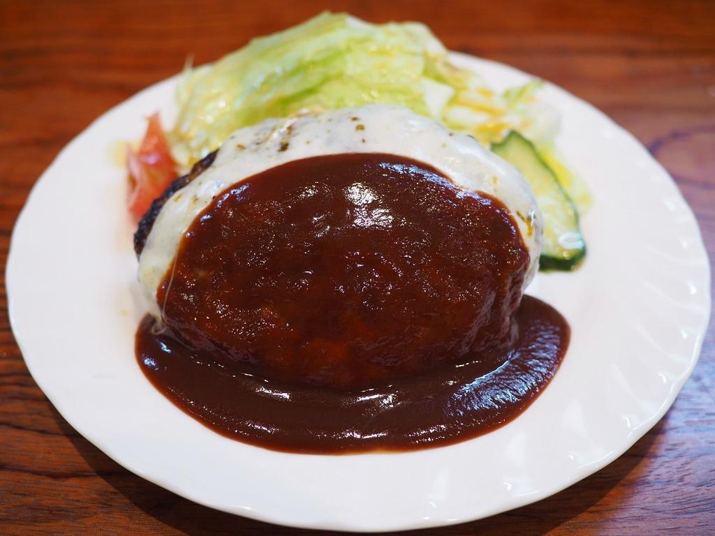 あふれ出る肉汁が滝のように流れ続ける超ジューシーハンバーグ! 京都市中京区 「とくら 京都三条店」
