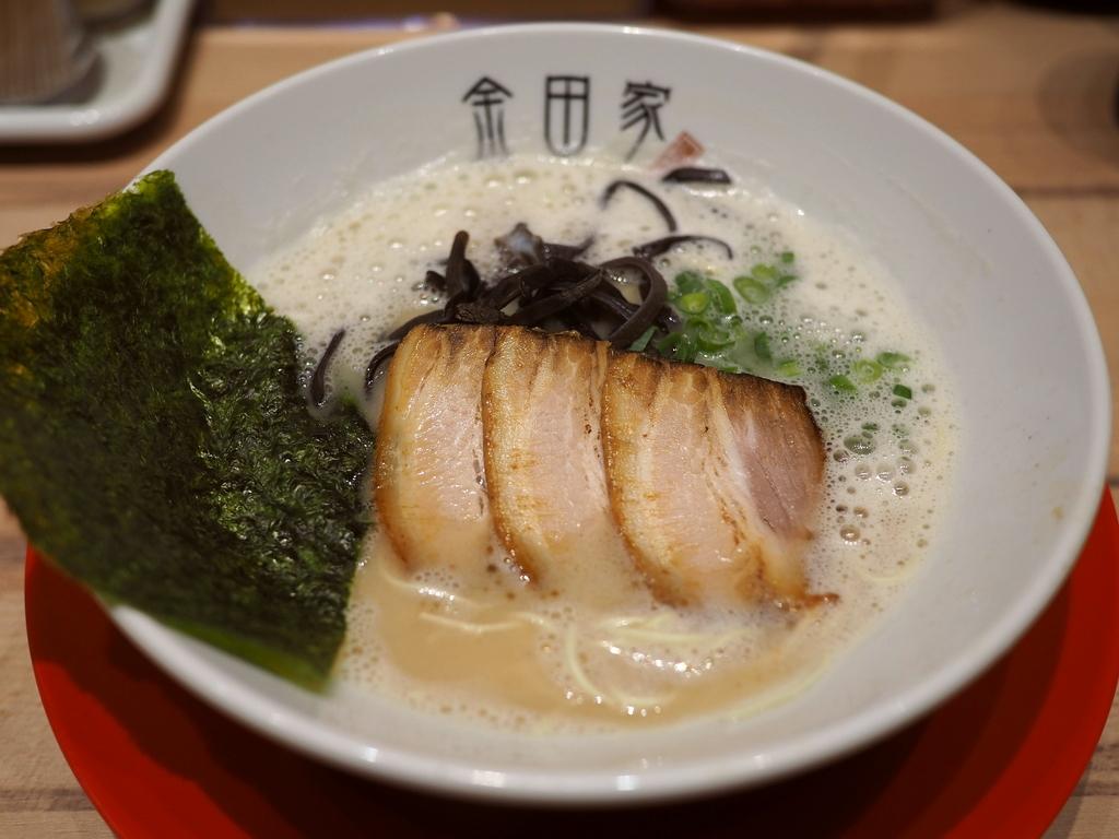 福岡県の伝説のラーメン店の絶品豚骨ラーメンがなんばでいつでも食べられます! なんば 「黒豚とんこつ金田家 なんばラーメン一座店」
