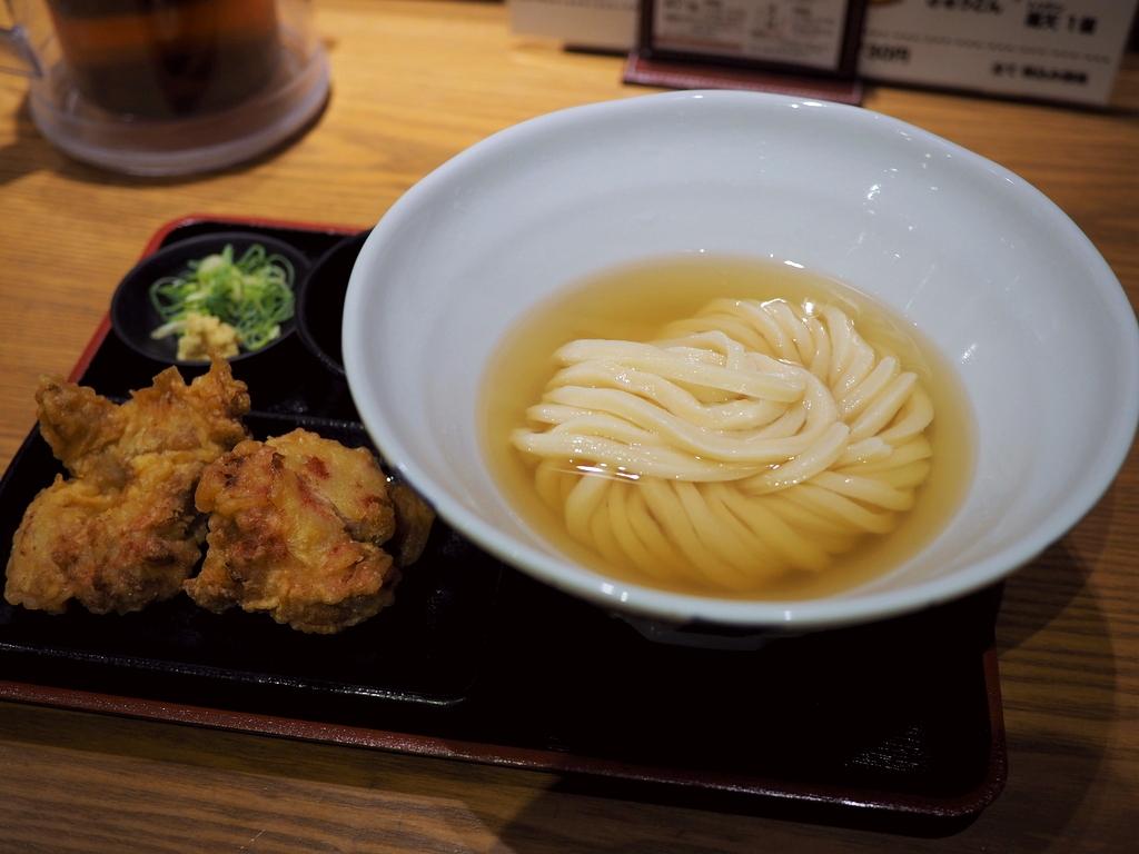 旨味あふれるイリコ出汁と超剛麺のひやかけうどんが始まりました! 梅田 「極楽うどん TKU ルクア大阪店」