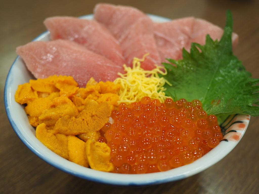 朝から大盛況の札幌市中央卸売場外市場で贅沢過ぎる朝ごはんをいただきました! 札幌市 「北のグルメ亭」