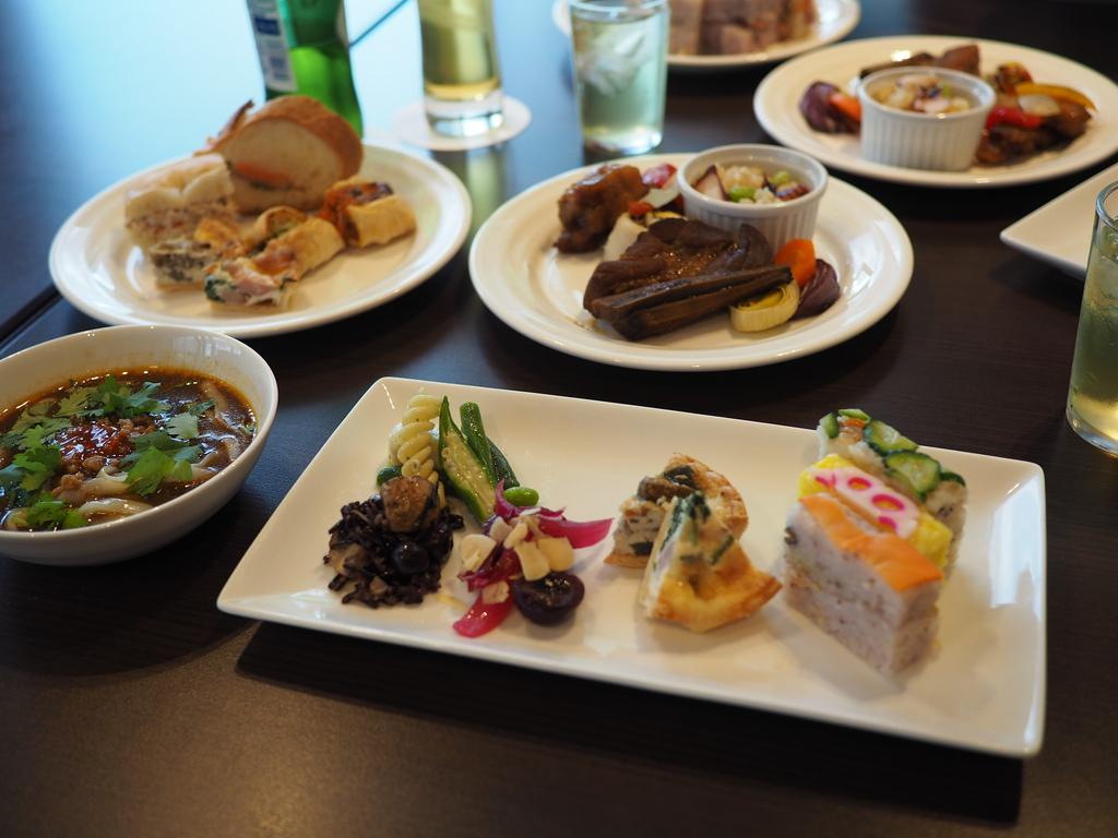様々なデリカテッセンと高級スイーツが全て食べ放題でびっくりするほど安い超お得なホテルのランチビュッフェ! 京都タワーホテル 「タワーテラス」