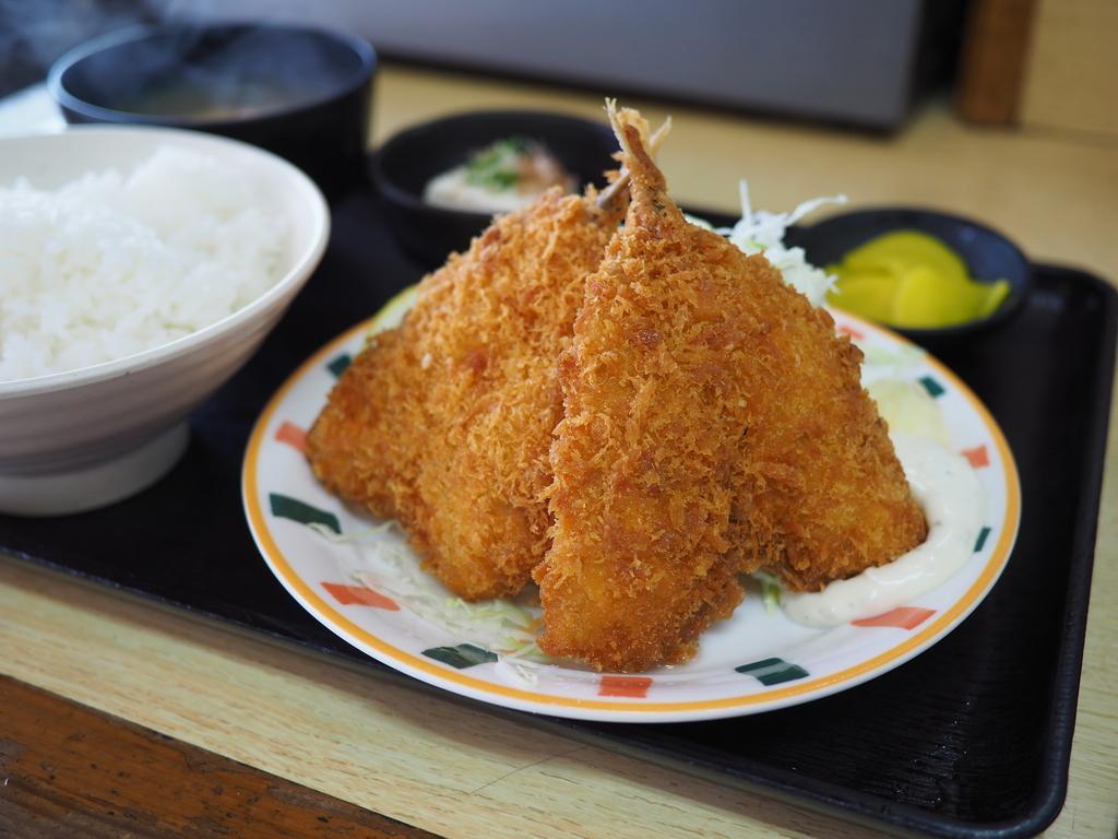 美味しくてボリューム満点で驚異的なコスパ!地元で絶大に支持される良心的すぎる食堂! 神戸市東灘区 「なかよし」