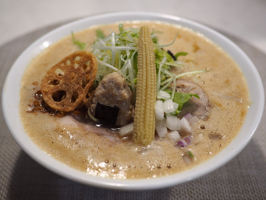 お米を溶かし込んだ絶品スープと米粉のモチモチ麺のこだわりラーメンが感動的に旨いです! 都島区 「オコメノカミサマ」
