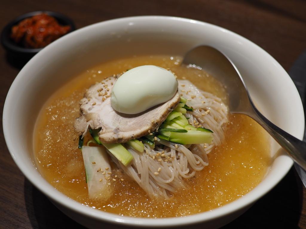老舗の秘伝のスープがかき氷になった冷た~~い冷麺で気持ちよくクールダウン! 梅田 「大同門 阪急三番街店」