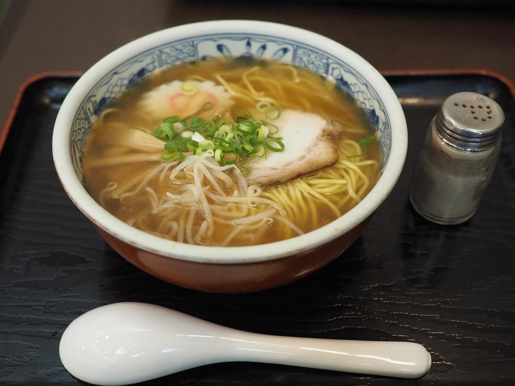 昭和11年創業の地元で愛されるお蕎麦屋さんの中華そばは昔懐かしい味わいでしみじみ旨い! 吹田市 「そば処 万両」