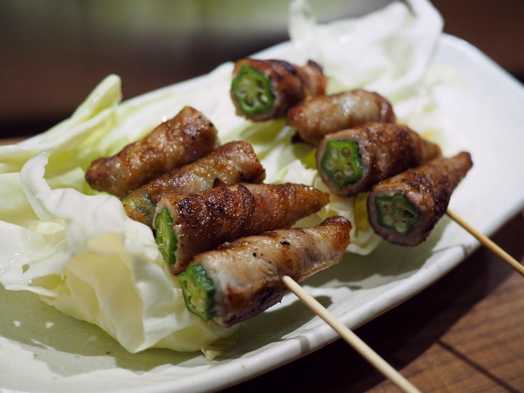 炭火で丁寧に焼かれた野菜巻き串と焼鳥と十勝帯広豚丼など全てがとても美味しくて居心地抜群の居酒屋! 心斎橋 「1/8ピース」