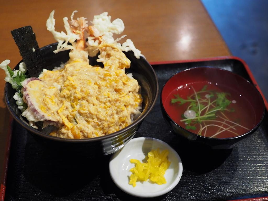 しみじみ旨いお出汁がよ~く染みたフワトロ玉子が天ぷらを包み込んだ絶品天とじ丼! 梅田 「みす美」