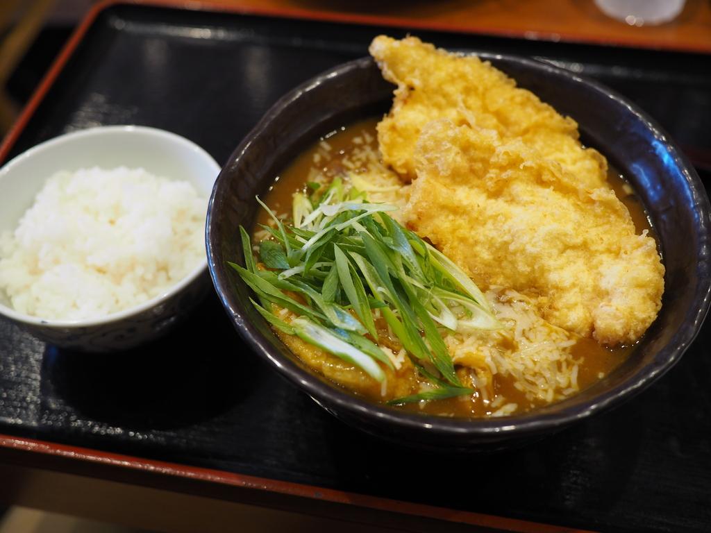うどんもお出汁も天ぷらも全てがハイレベルなうどん店は移転後も大人気で大行列です! 大国町 「手作りうどん 天粉盛」