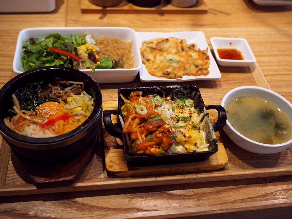 本格的な味わいの韓国料理が2種類選べるランチセットは美味しくてお得で満足感が高いです! 梅田 「韓美膳 グランフロント大阪店」