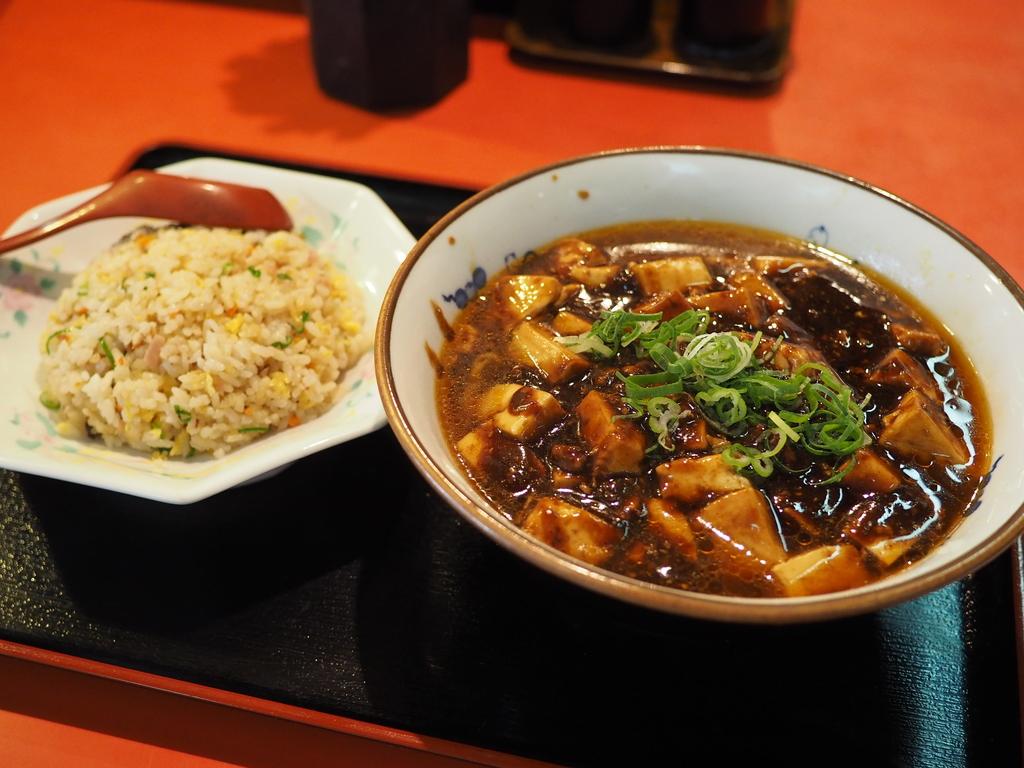ジャンクで癖になる味わいでボリューム満点の町中華! 北区豊崎 「上海厨房」