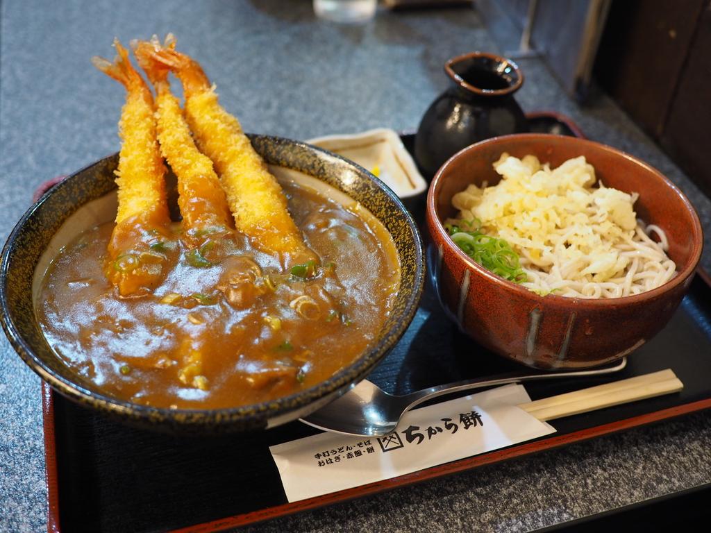 最初からエビフライが3本乗ったお得感満載のカレー丼! 尼崎市 「ちから餅 阪急塚口店」
