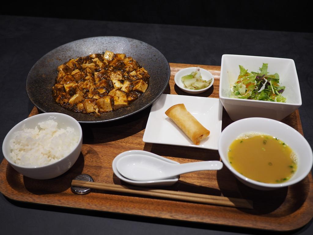 お洒落な空間で凄腕シェフによる高級感あふれる味わいの中華料理がいただけるお店! 北新地 「Col Bleu」