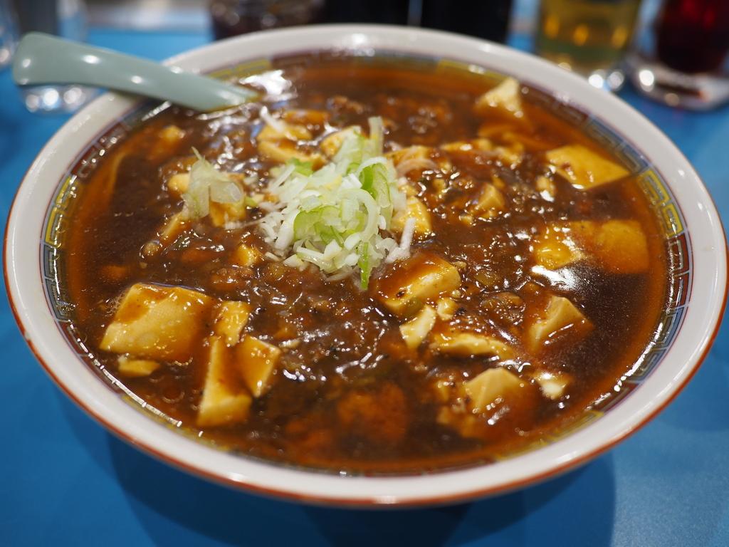 市場の人気中華料理屋さんの病みつき系の美味しさの麻婆麺と名物ジャンボ焼売! 豊洲市場 「やじ満」