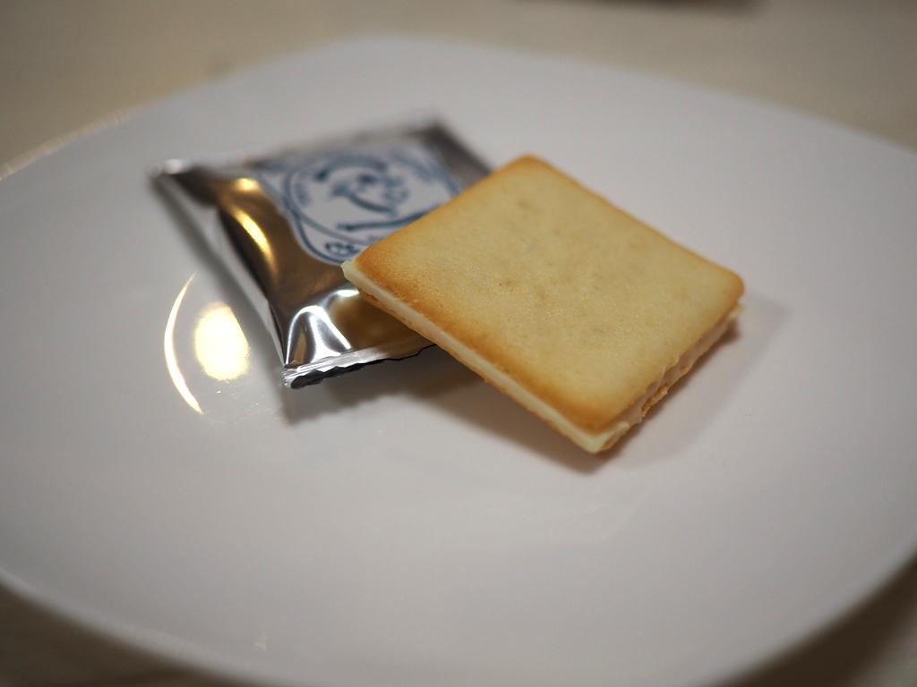 Mのおやつ チーズを使ったスイーツの甘じょぱい味って本当に美味しいですね! 東京駅 「東京ミルクチーズ工場」