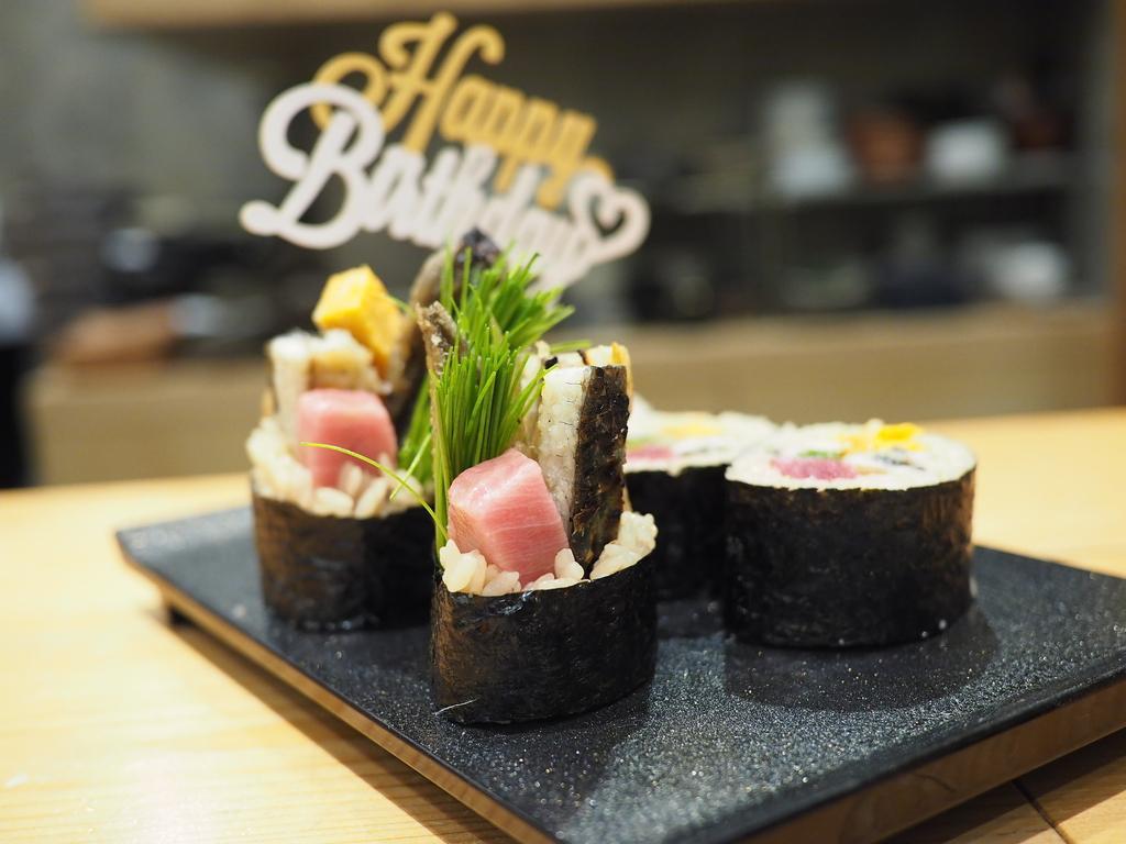 正統派江戸前寿司をベースに独自の進化を続ける大好きなお寿司屋さんでお誕生日を祝ってもらいました! 福島区 「鮨 永吉」