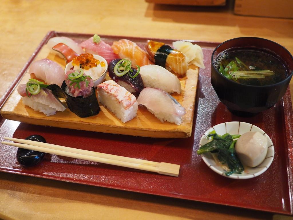 抜群のコストパフォーマンスで満足感がとても高い握り寿司ランチ! 福島区 「鮨ダイニング 龍」
