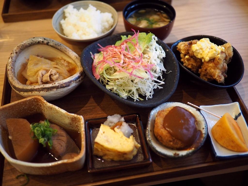 丁寧な味付けのおかずがいっぱいついてボリューム満点の日替わりランチ! 福島区 「和食 ふくみ」