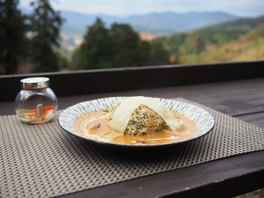 季節ごとに違った趣が楽しめる山の上の大人気カフェで絶品カレー! 豊能郡能勢町 「ほんたき 山のカフェ」