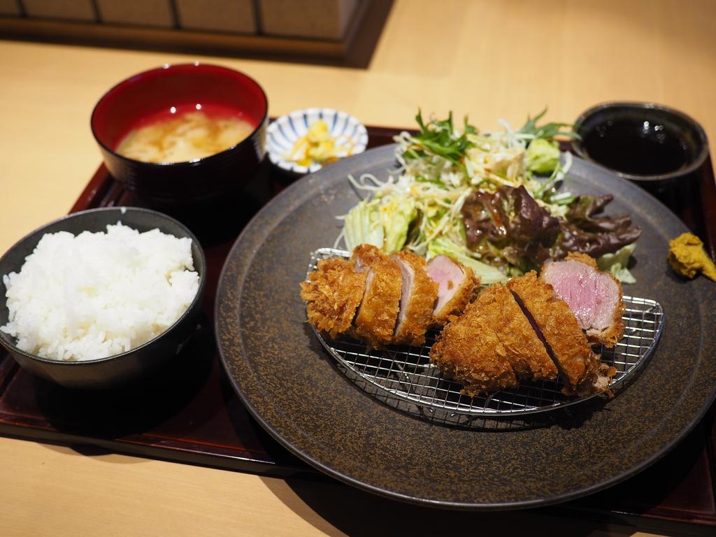 大阪で唯一いただける和歌山県のブランドイノブタ『イブ美豚』のとんかつランチ! 本町 「すき焼き 串カツ はるな 本町店」