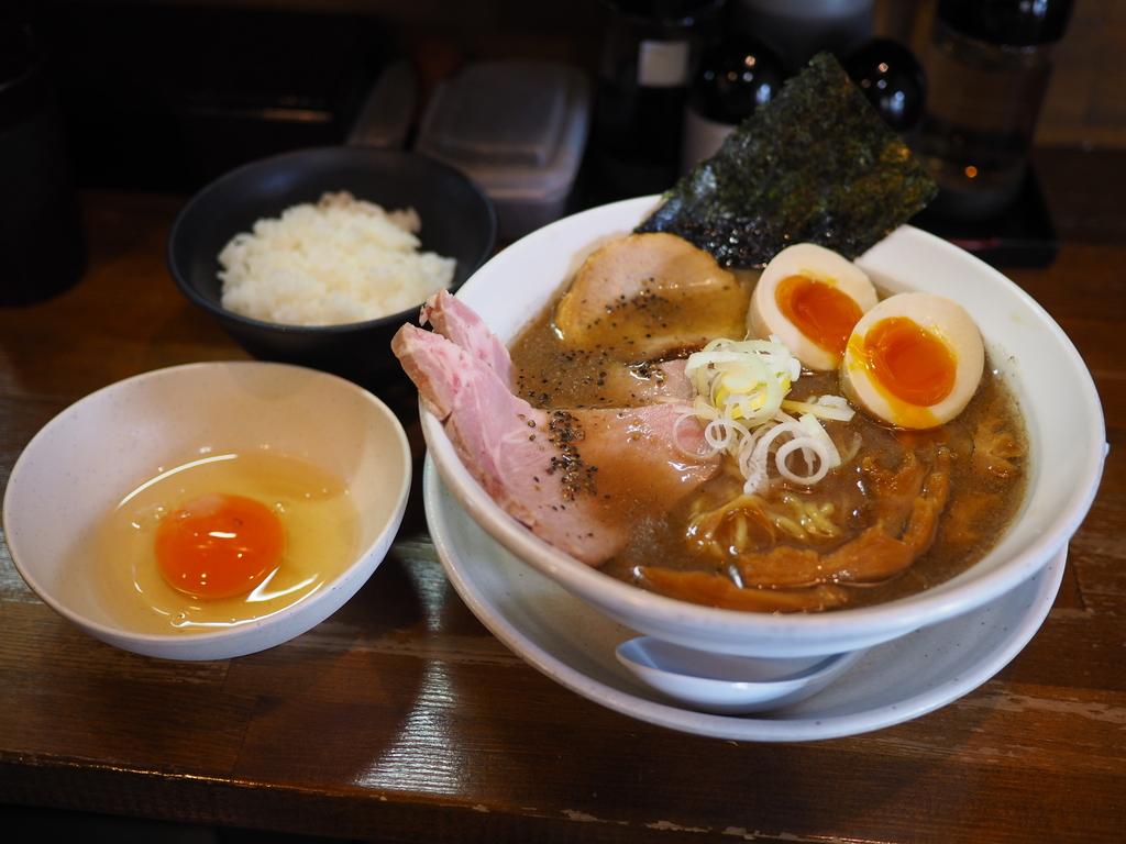 煮干し好き、またおま系好きにはたまらない味わいの絶品濃厚煮干し豚骨ラーメン! 上新庄 「天狗庵(テンギャン)」