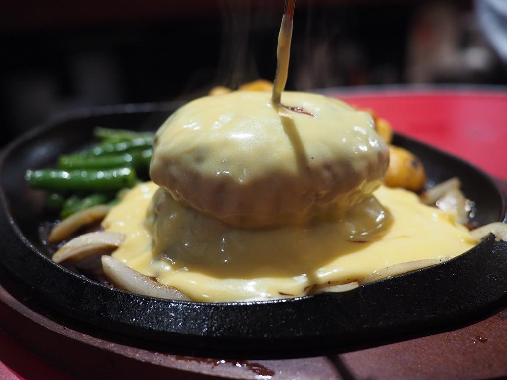 オリジナリティ溢れる様々な美味しい肉料理がリーズナブルにいただける肉バル! 西心斎橋 「鉄板ミート」