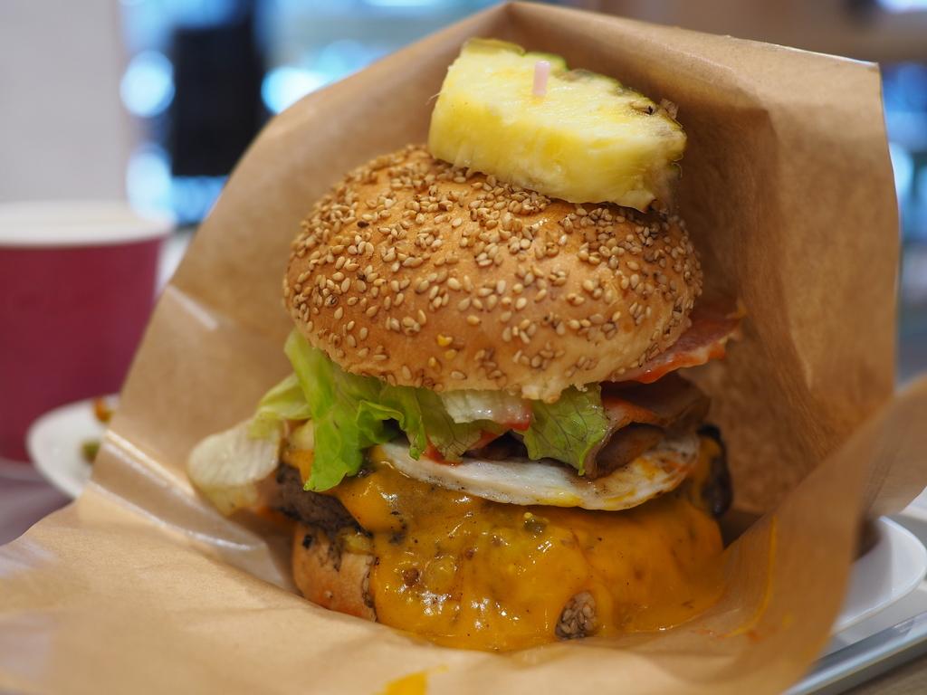 リンクス梅田1階に使い勝手の良いハンバーガーカフェがオープンしました! 梅田 「ローズガーデンダイナー LINKS UMEDA店」