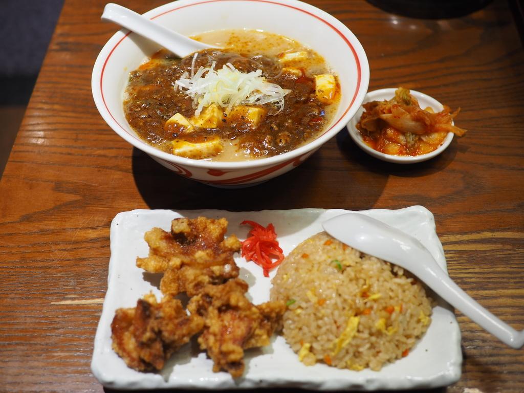 大阪の老舗ラーメン店の麻婆らーめんは病みつき系の味わいです! 梅田 「愛きょう屋」