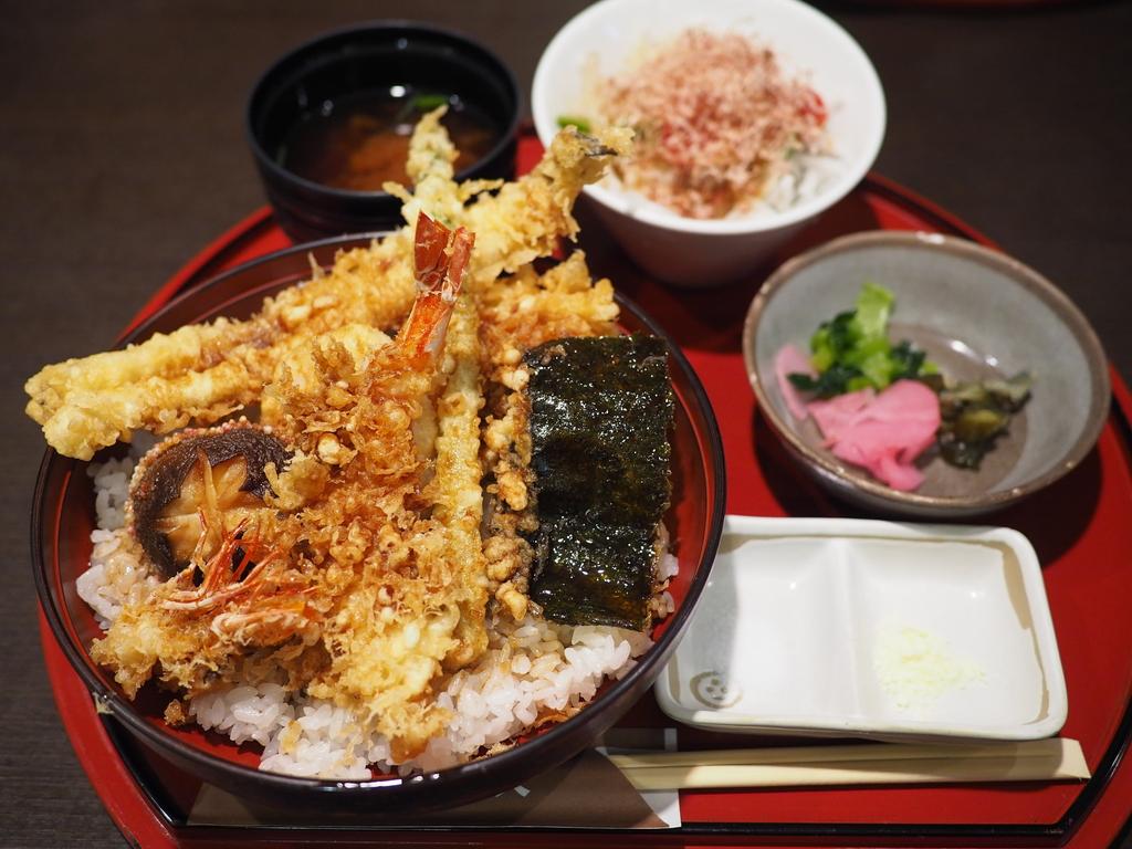 銀座の名店の江戸前天丼をアテに飲む休日昼ビールは最高です! 梅田 「銀座 ハゲ天 大阪ステーションシティ店」