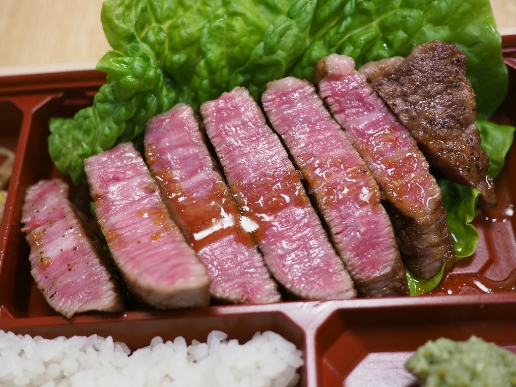 日本一価格で食べられる厳選最高級黒毛和牛A5ランクのステーキ弁当で元気になりましょう! 天五中崎通商店街 「焼肉たまき」