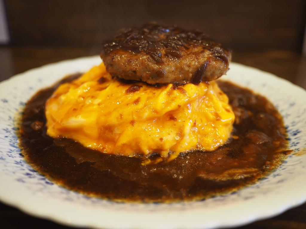 名物のトロトロオムライスオムライスハンバーグは美味しくてボリューム満点で満足感が高かったです! 昭和町 「洋食 ふきのとう」