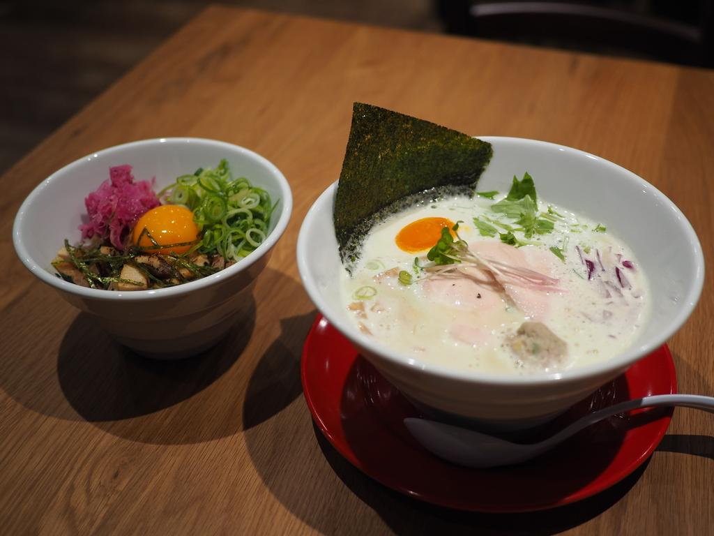 鹿児島県のブランド鶏を贅沢に使った鶏白湯ラーメンがびっくりするほど旨い! 京橋 「クラフトビールとさつま極鶏食堂 KOKUMEI」