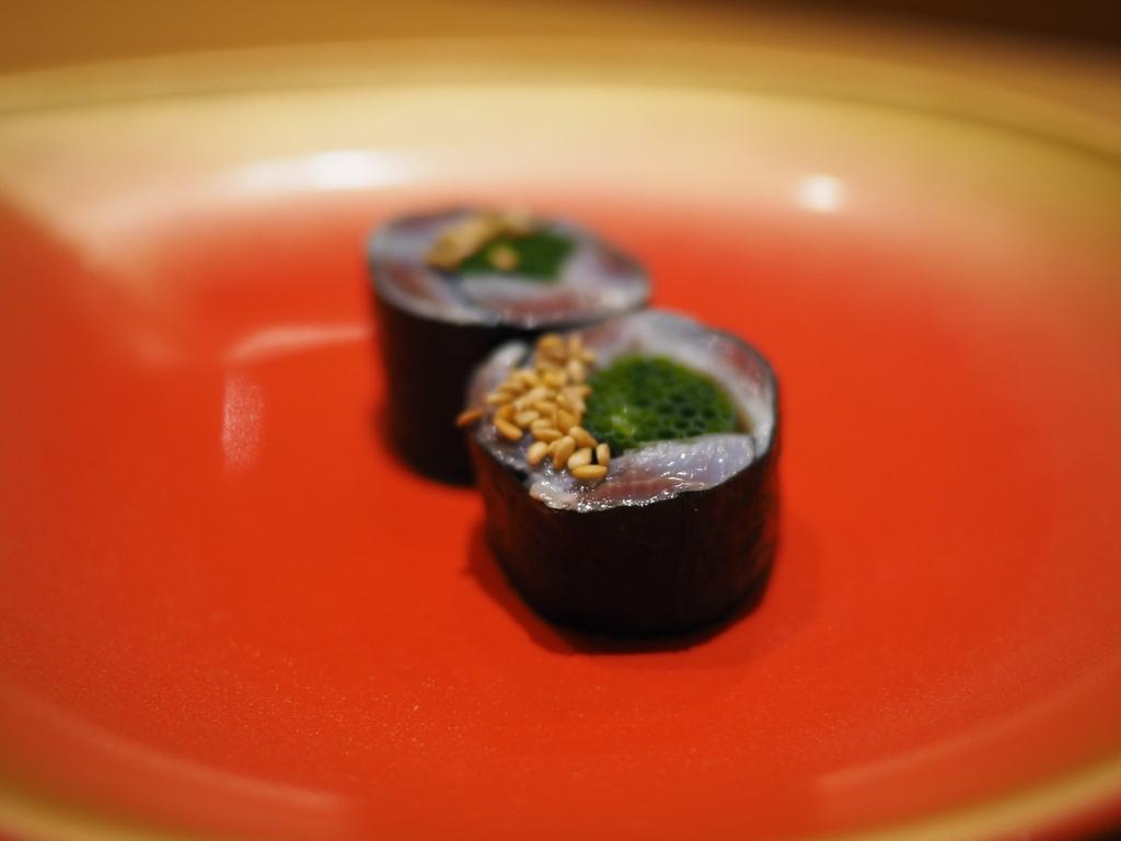 淡路島や明石の近海の厳選されたネタを中心にアテとお寿司が25品目以上出てくる満足感が高すぎるおまかせコース! 三宮 「ながり鮨 錬」