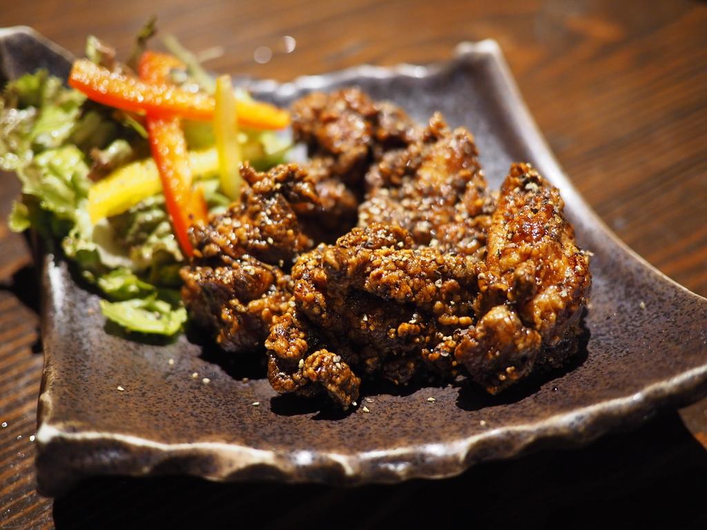 ブランド地鶏のオリジナリティあふれる料理がとても美味しくてリーズナブルな大人気店! 京橋 「炭火焼鳥 真骨鳥 京橋店」