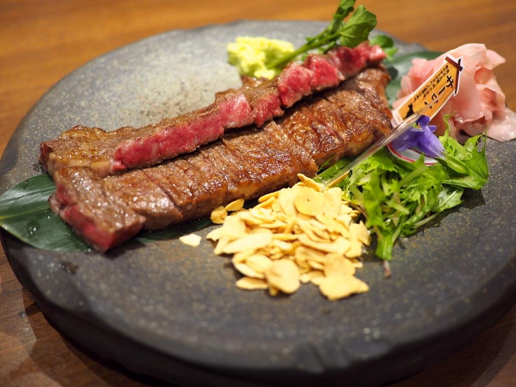 手間暇かけて肥育された『石垣島きたうち牧場プレミアムビーフ』のフルコースはあまりにも満足感が高すぎます! 東大阪市 「塊肉 石窯焼 肉's Kitchen きたうち」