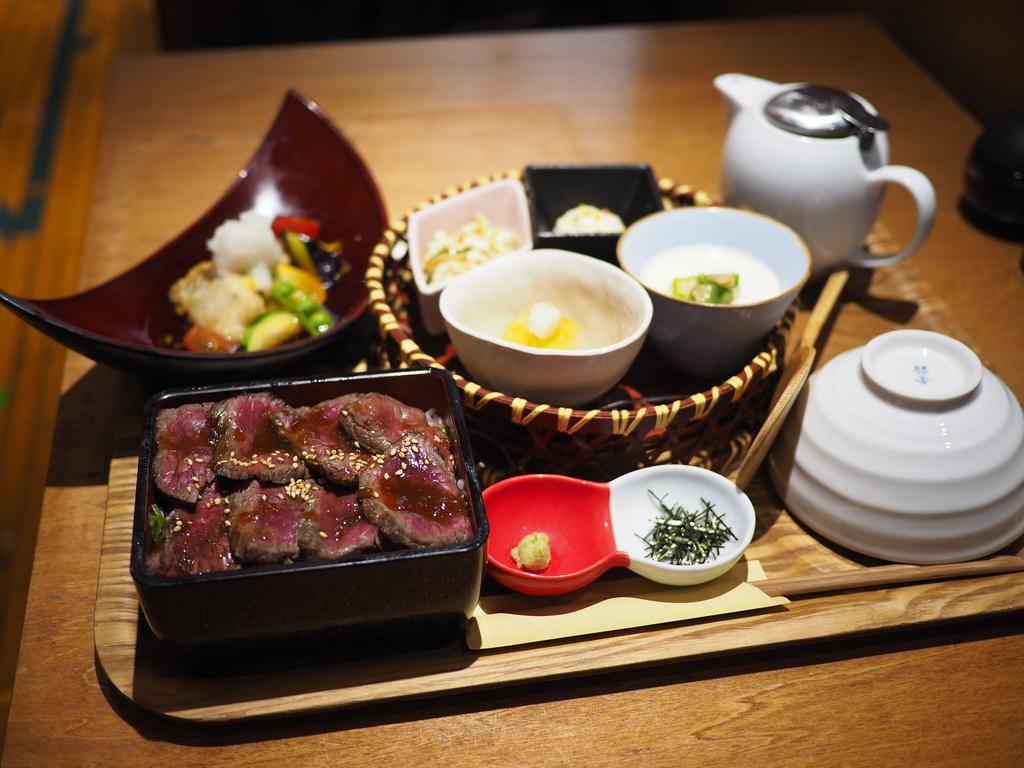 黒毛和牛のステーキ重と夏の食材が楽しめるカフェの和定食! 阪急三番街 「リバーカフェ梅田」