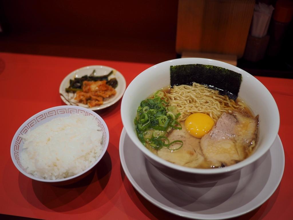 大阪を代表するラーメン店のリアルチキンラーメンは高級感溢れる味わいで文句なしに旨すぎます! 長堀橋 「カドヤ食堂 クリスタ長堀店」