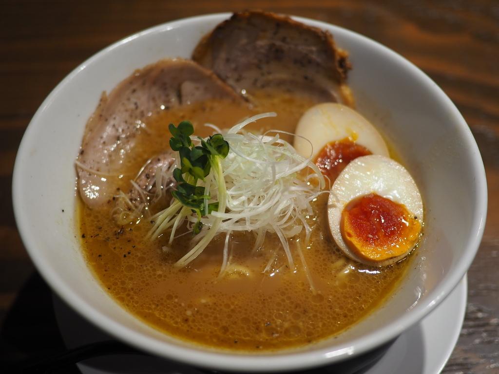 十三駅前の使い勝手抜群のお店で美味しい鶏白湯をいただきました! 十三 「麺屋 穂 (みのり)」