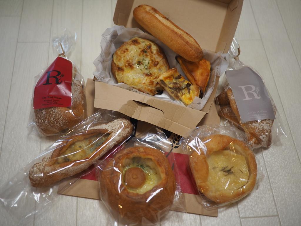 ワインやビールのアテになるパンがめちゃくちゃ美味しいお気に入りのパン屋さん! 梅田エスト 「ベーカリーカフェ ロッド エストフードホール」