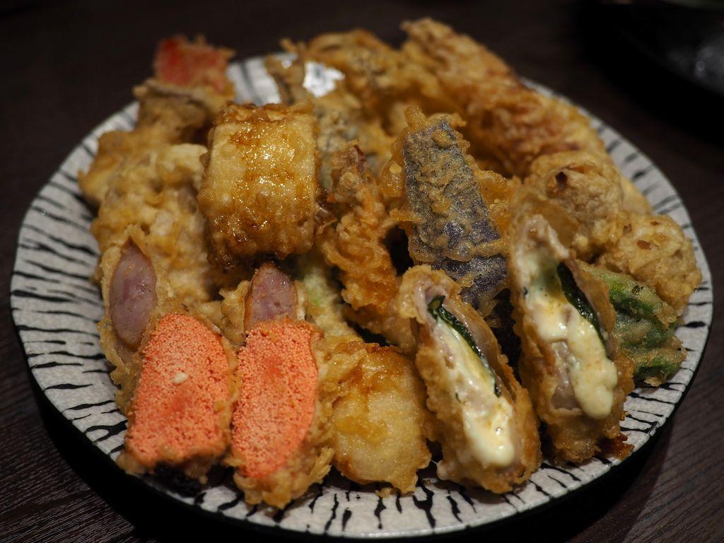 揚げたて熱々がとにかく旨い堺の名店の絶品天ぷらがそのままの味でお手軽に楽しめる使い勝手抜群のお店! 梅田 「天ぷら大吉 ホワイティうめだ店」