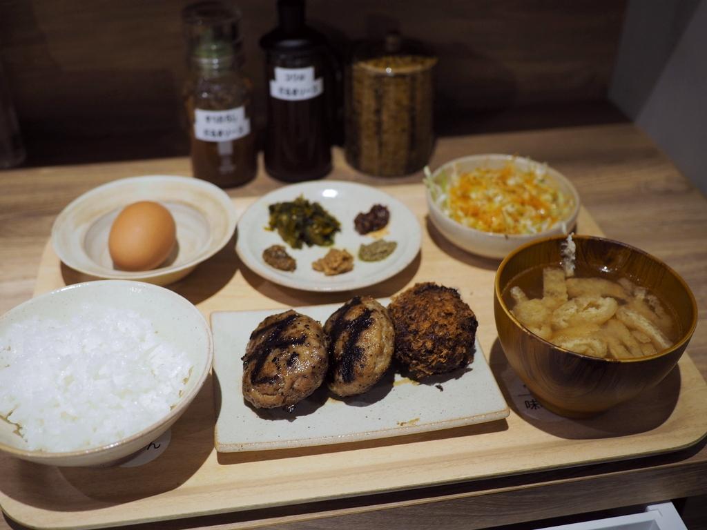 朝挽きミンチ肉の旨みたっぷりのハンバーグ専門店はあらゆる素材にこだわって美味しさを追求する素晴らしいお店です! 神戸元町 「だるまはんばーぐ」