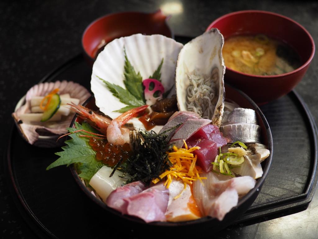 市場でセリ落としたばかりの捌きたての鮮魚料理が食べられる地元で大人気のお店! 京都府舞鶴市 「新鮮処 魚里」