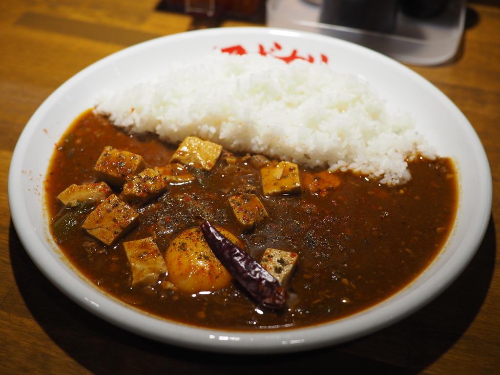 病みつき系の麻婆豆腐とコク旨の欧風カレーの中間の味わいの絶品麻婆咖喱! 難波千日前 「マボカリ」