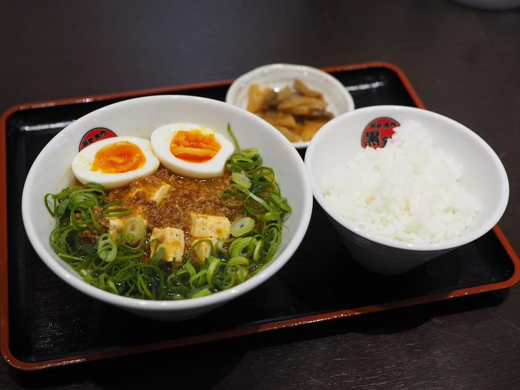 マグロ料理専門店のマグロの骨から取ったスープがベースの台湾系麻婆麺! 北区大淀南 「市場カフェ 黒銀」