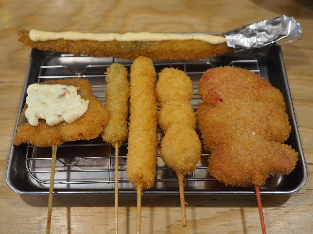 一人でカウンターでサクッと短時間で美味しい串カツと昼飲みが楽しめます! 高槻市 「串カツ田中 高槻店」