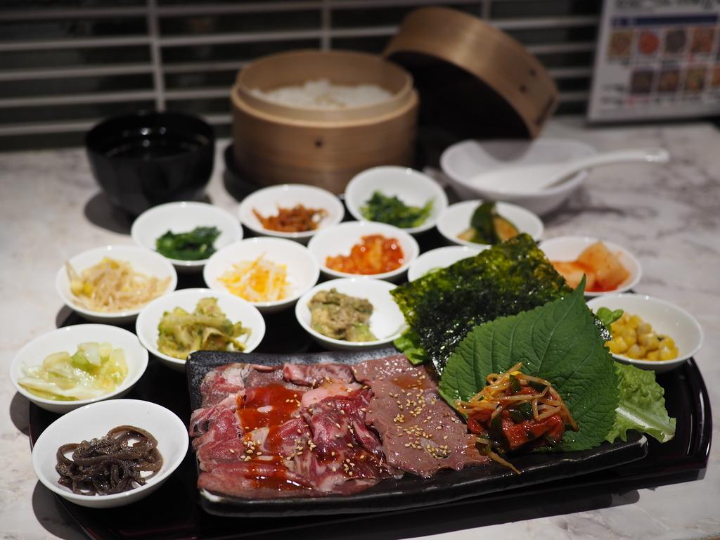 お洒落な店内で超お得な土日祝日限定ランチで休日の昼飲みが楽しめます! 梅田 「韓国食堂 ケジョン82」