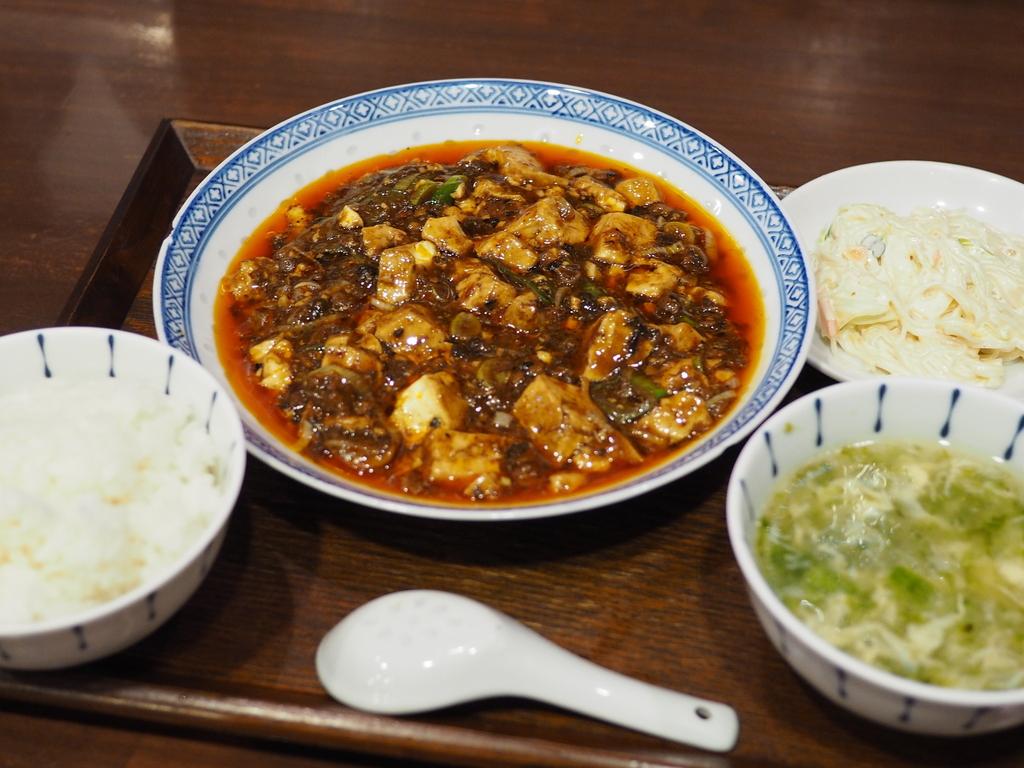 毎日行列ができる大人気店で神のタイミングで全く待たずに大好きな四川麻婆豆腐が食べられました! 福島区 「中国菜 オイル」