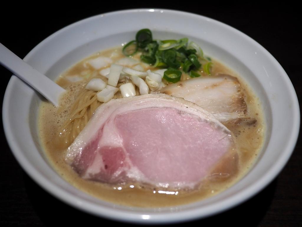 大行列に並んで食べた鶏白湯と汁なし担々麺はどちらも感動的に美味しかったです! 神戸市灘区 「麺や一芯」